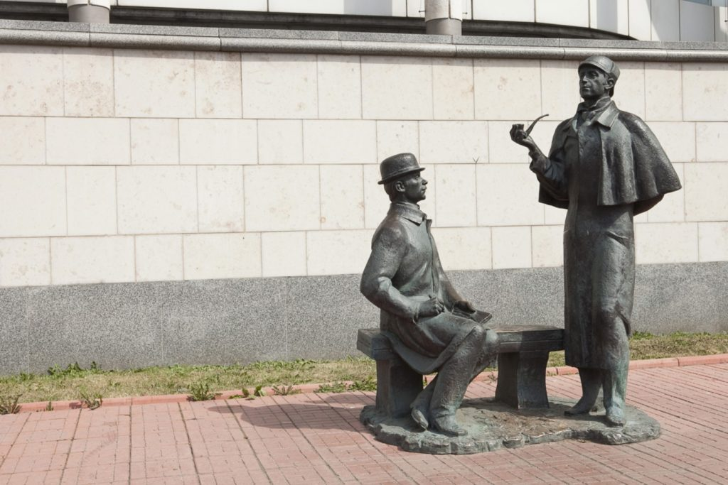 Monument to Holmes and Watson - Unusual Moscow monuments | Moscowplaces.com