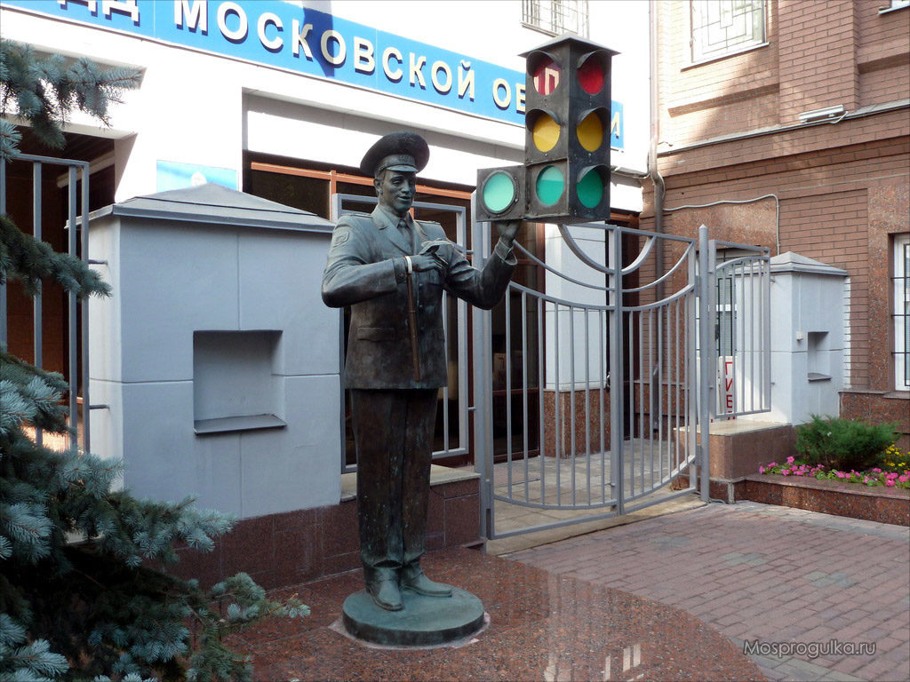 Monument to Uncle Styopa - Unusual Moscow monuments | Moscowplaces.com